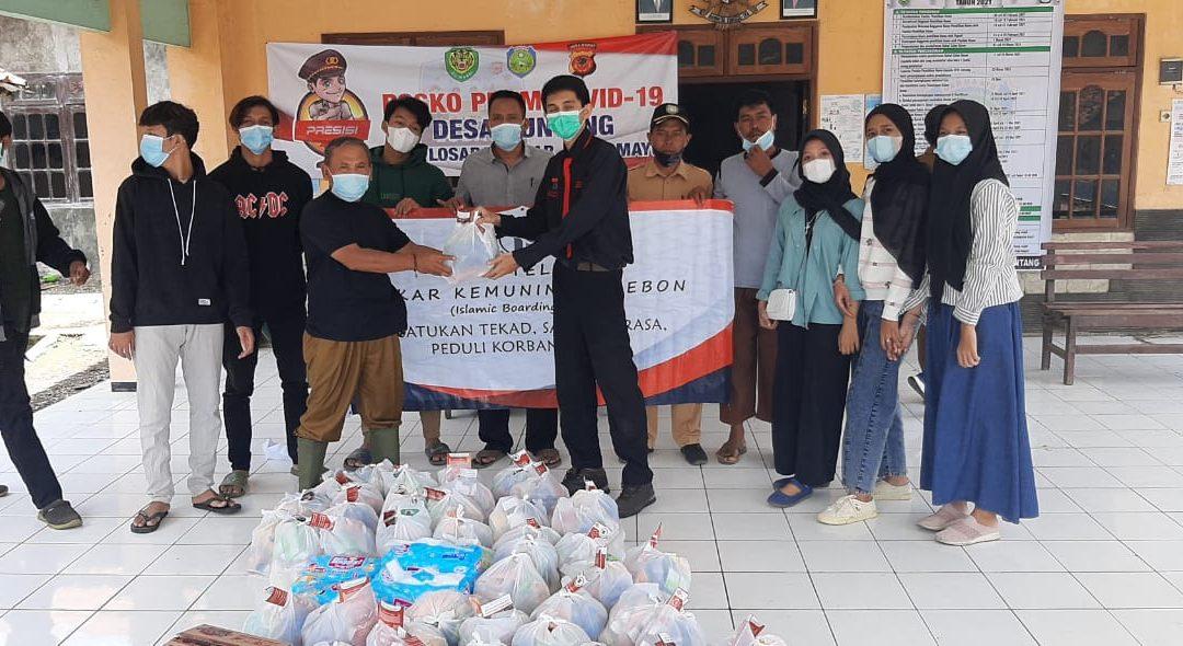 Kegiatan Bakti Sosial kepada Korban Banjir di Indramayu